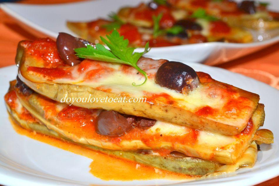Мини пица от патладжан.