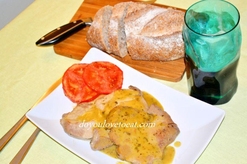 Вратни пържоли със сос от мед, горчица и розмарин
