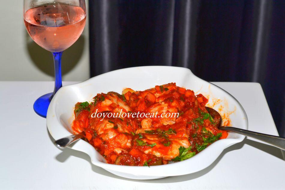 Толстолоб на тиган с доматен сос