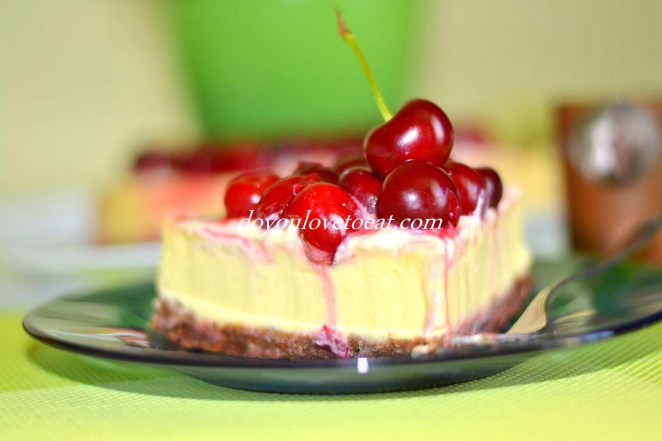 Чийзкейк с бял шоколад и вишни