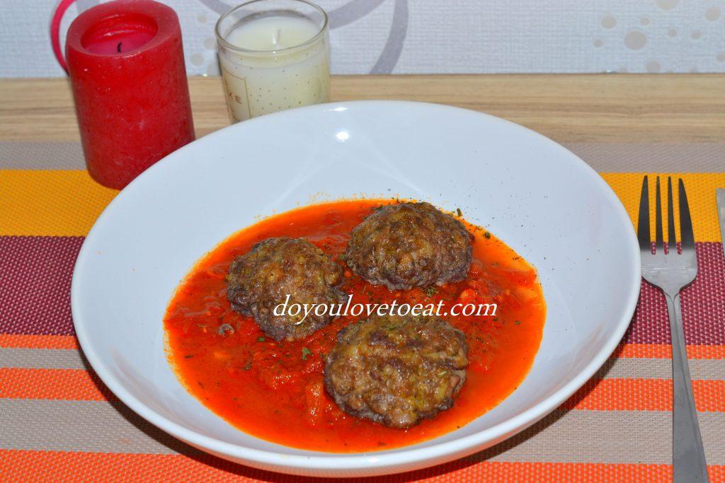 кюфтета с вино и доматен сос